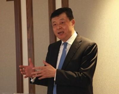 """刘晓明批评仲裁庭不尊重有关国家通过外交管道解决争端的努力,反而树立""""滥诉""""、""""滥权""""的恶劣先例。"""