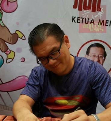"""""""超人""""丘光耀虽然只是普通党员,他宣布退党也引起行动党内外轰动。"""