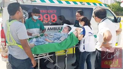 谢秀琪抵达槟城国际机场后,由圣约翰救伤队救护车送往槟城专科医院。