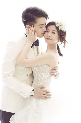 陈妍希、陈晓周二于京大婚。