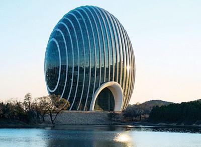 雁栖湖畔的日出东方凯宾斯基酒店蛋形建筑特别。