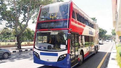 槟城快捷通双层巴士在还未开跑前,日前在市区内试跑。