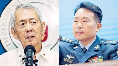 (左)菲律宾外交部长阿塞。(右)中国空军新闻发言人申进科大校。