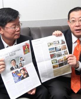 林冠英(右)向媒体发表谈话,左为曹观友。