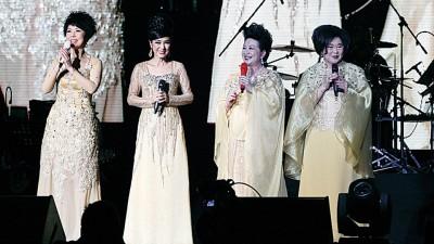 4位视后演唱《友谊之光》为演唱会画下完美的句点。