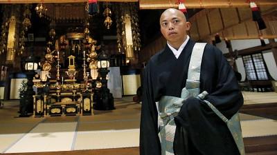 矢泽一辉平日作为僧人,为不忘参加男子单人划艇比赛。