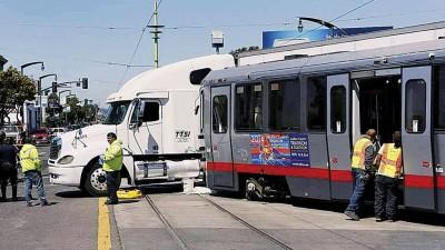 经常发生车祸的电车系统不适合在槟城。