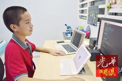 文捷7岁时就懂得使用微软软件,如今爱上程式编码。
