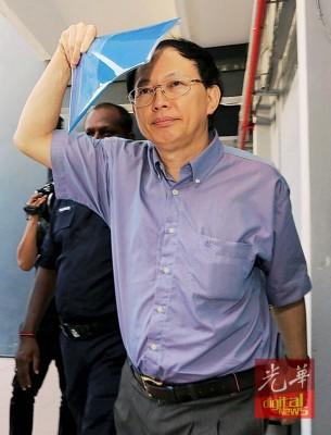 被告潘才东(译音)确认伪造文件控罪,被判罚款1万令吉。