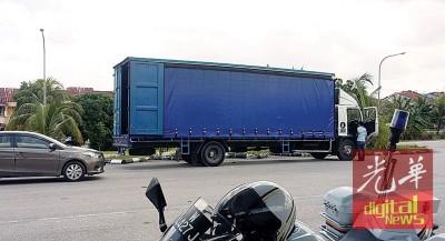在柔州遭骑劫的拖格货柜罗里,最终在芙蓉新那旺寻获。