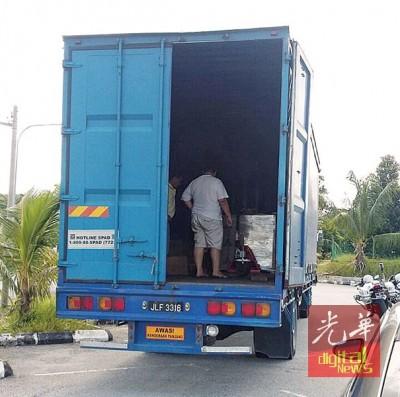 匪徒无法撬开货柜,致使车内总价值50万令吉的电子产品得以保存。