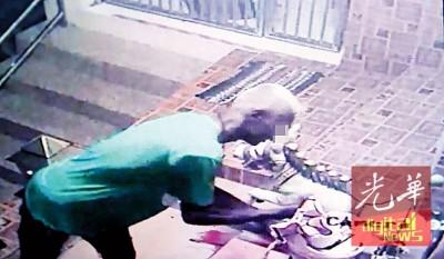 嫌犯作案时被闭路电视拍入镜头。