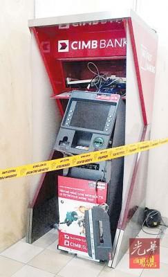 匪徒企图以绳索拉走提款机,导致提款机损毁。
