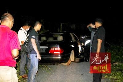 警方调查发现被弃置的可疑马赛迪轿车是失窃者。