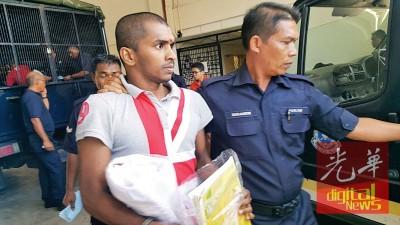 涉非法携带手枪及子弹的30岁印裔男子被判4年监禁。