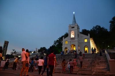圣安纳主保庆典每年都吸引成千上万信友及游客前来参与其盛。