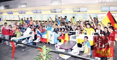 来自全国各州的听障选手参与保龄球比赛,反应热烈。