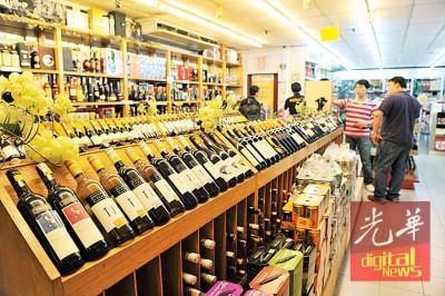 大马关税局8月1日起将限制只有持有免税执照的商店才可以售卖烟酒。