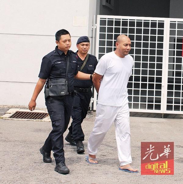 莫哈末再林贩毒及拥毒罪名成立,被判处死刑和4年监禁,由警方扣押离开。