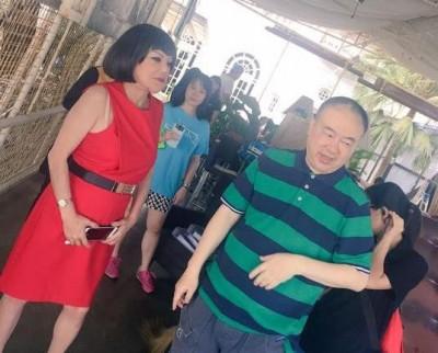 邵音音(左1)也抵槟拍摄,旁为高志森。(取自焦媛脸书)