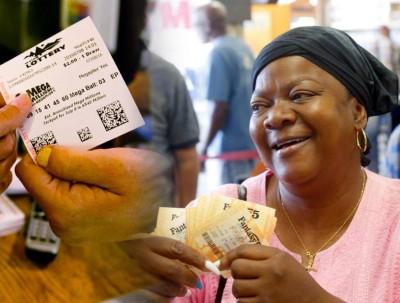 民众买下多张彩票。