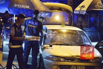 死者遭警员连开10数枪,其中大部分打在挡风镜上。