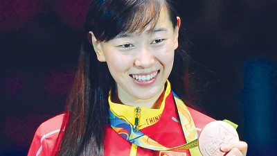 中国的24岁烟台姑娘孙一文只能满足于女子重剑个人铜牌。