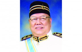 集裕胶水厂有限公司总裁拿督斯里周昌江DGPN。