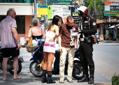 旅游警察除协助游客外,将同时监视危险地带。