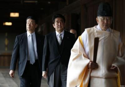 安倍晋三曾经让2013年12月26近来为靖国神社参拜,抓住中国、韩国强烈反弹。