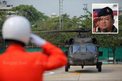 泰国一架UH-72/9656型的直升机,周日上午从夜丰颂府返回彭世洛途中失联。机上当时载有陆军第4步兵师师长诺蓬(右上图)及另外4人。