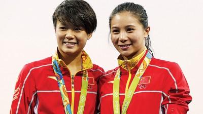 施廷懋与何姿包揽女子3米板金银牌。