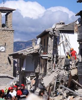 地震令意大利古镇变成废墟。
