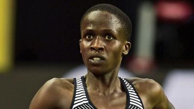 巴林选手路丝杰贝特在国际田联钻石联赛巴黎站比赛中打破女子3000米障碍项目尘封8年的世界纪录。