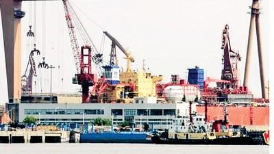 据指055型驱逐舰各舰体分段已陆续完成组装。