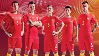 中国球员身披新款球衣,霸气出征韩国。