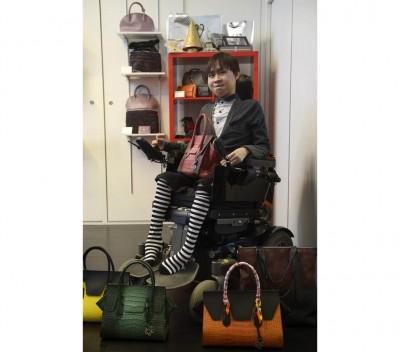 生病肌肉萎缩症的杨凯明是平等名皮包设计师,外要自己之创作,会吧他人带来启发。(档案照)