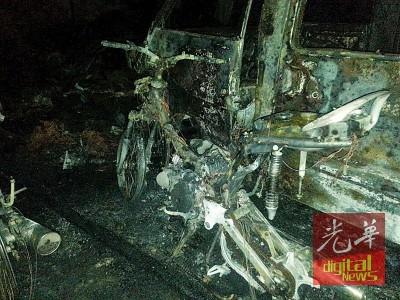 摩托车与车子等被烧后,成犹如废铁般。