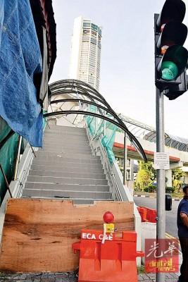 八爪鱼天桥盖顶工程预计将于本周内完工。