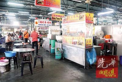 七条总长巴刹的美食佳肴吸引本地人和外国客。
