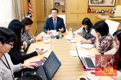 廖中莱领媒体联访时说,巴自己国及九州把握一带一路带来的商机。