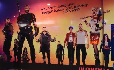 改前:放于剧场的影视海报。