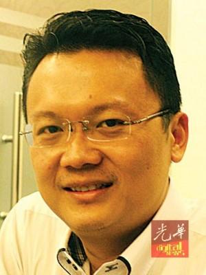 杨顺兴吁请街边非法小贩向市政厅申请,迁入新巴刹营业。