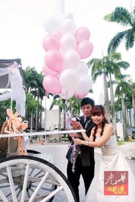 陈炳顺当年赢得美人归,在吉隆坡塔举行婚礼,羡煞旁人。(档案照)