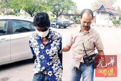 47岁印裔男子(左)偷神像被判10个月监禁。