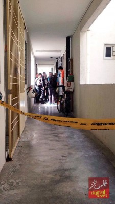 槟榔阁惊传谋杀案,同名年大概34春的巫裔眼前讲师被染中刺死家中,不过目前按照用警方确认死因。
