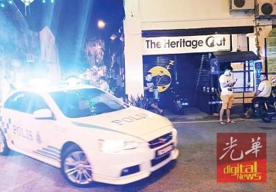 警方不时在打石街一带巡逻。