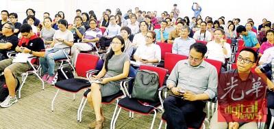 """讲座以""""人与城对话""""为题,吸引逾50人参与。"""
