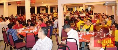 玻州行动党频被华团、庙宇及会馆拒绝租借礼堂或场地,最后只好选择在餐厅举行声援冠英活动。
