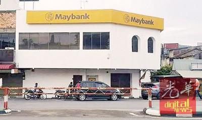 许福光恳求马来亚银行高层以人民为先,应该取消关闭巴东勿刹服务中心的决定,以免造成当地居民的不便。